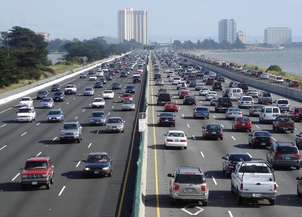 Bỏ túi kỹ năng lái xe ôtô ở chính giữa làn đường ?
