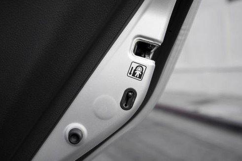 Hướng dẫn sử dụng các nút trên ô tô cơ bản cho lái mới